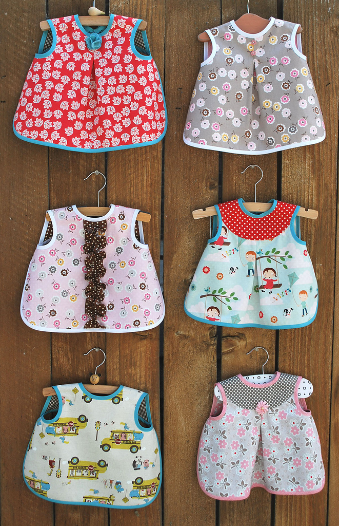 Aiden & Ava Bibs – The Piper\'s Girls